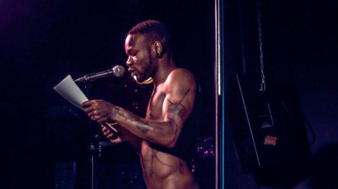 escritores recitan poesía
