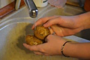 lavarse despues de limpiar alimentos