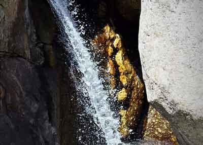pequena cascada donde se realiza barranquismo