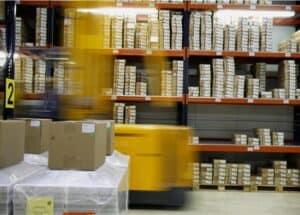 empresa-de-logística-con-almacen-lleno